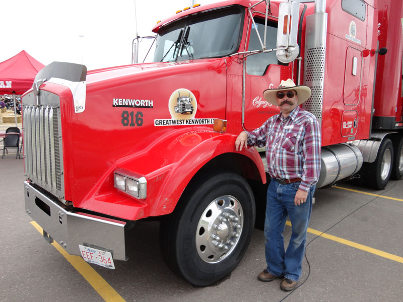 Red Kenworth Stampede rig